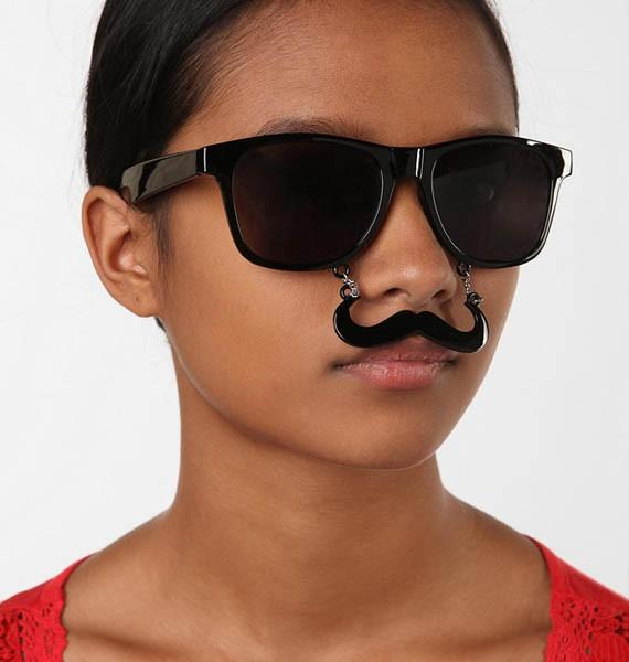 Special sunglasses for Halloween: Everybody with a mustache Sunstache - designer sunglasses