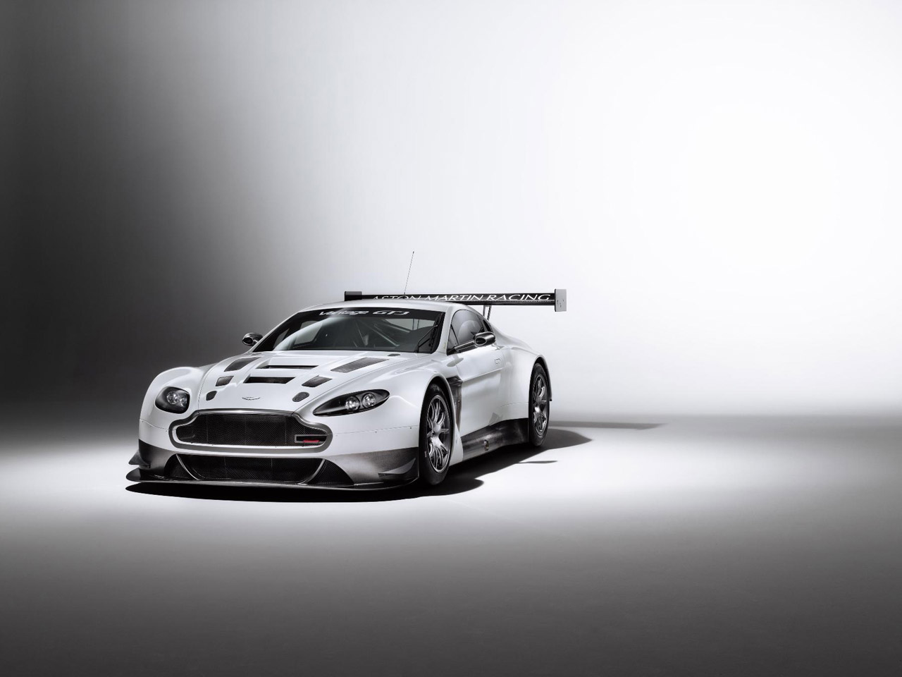 Aston Martin V12 Vantage GT3 Photo Gallery - Autoblog