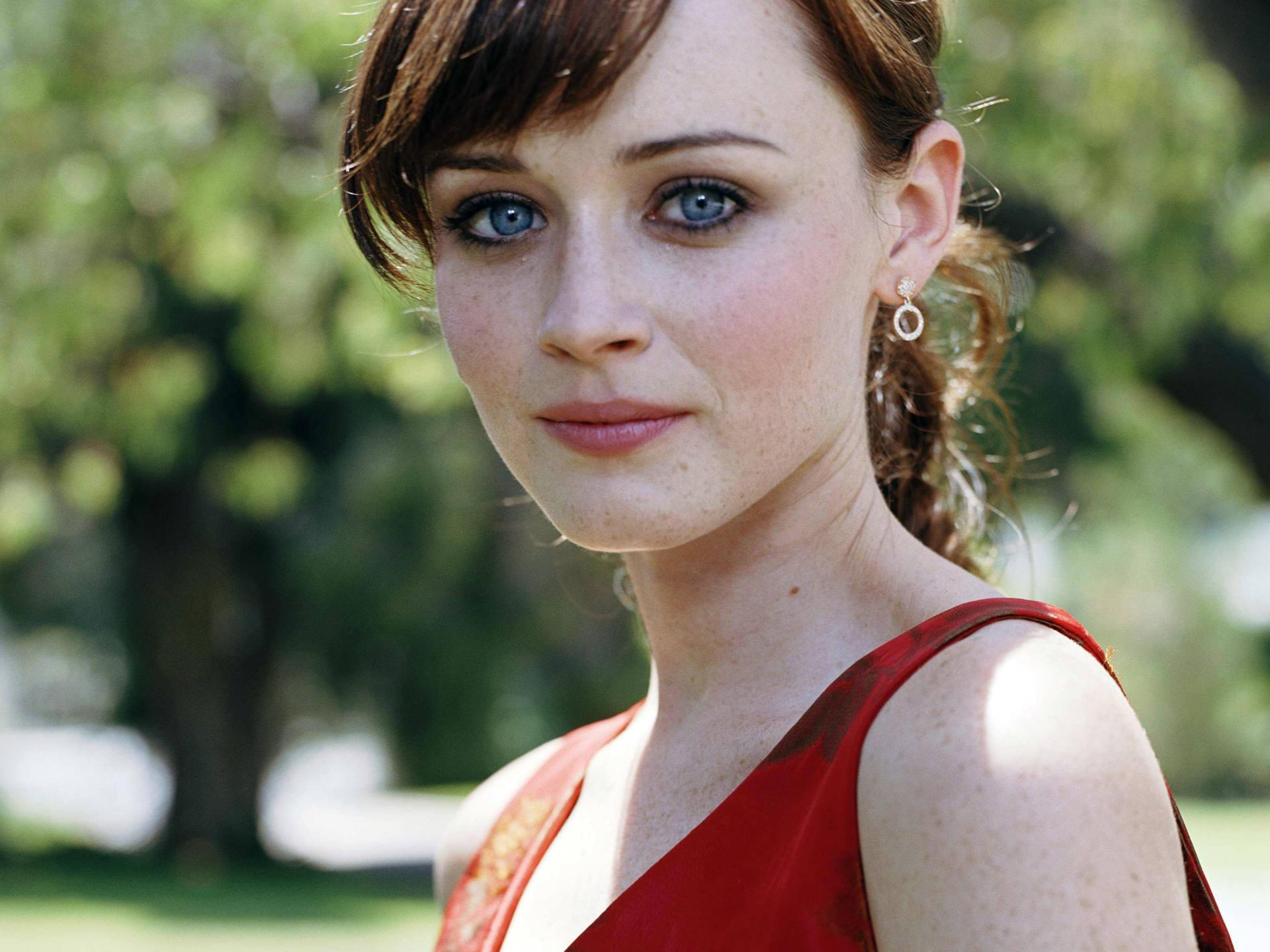 Alexis Bledel, and her stunning eyes. - Imgur