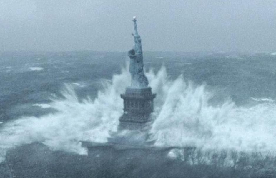 This image of #Sandy hitting the Statue of Liberty blows me a... on Twitpic