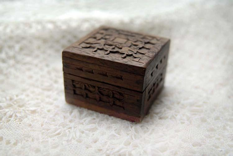 Bibliographica Petit Librarie Box by bibliographica on Etsy