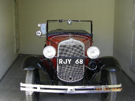 Resultados da Pesquisa de imagens do Google para http://media-cdn.tripadvisor.com/media/photo-s/02/59/b4/e8/vintage-car.jpg