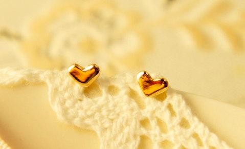A Simple Heart Ear Studs in Rose Gold by ThePinkWardrobe on Etsy