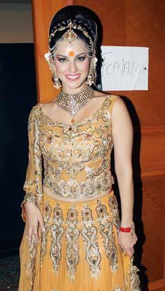 Sunny Leone, Sushmita Sen scorch the ramp in bridal wear: Movies News Photos-IBNLive