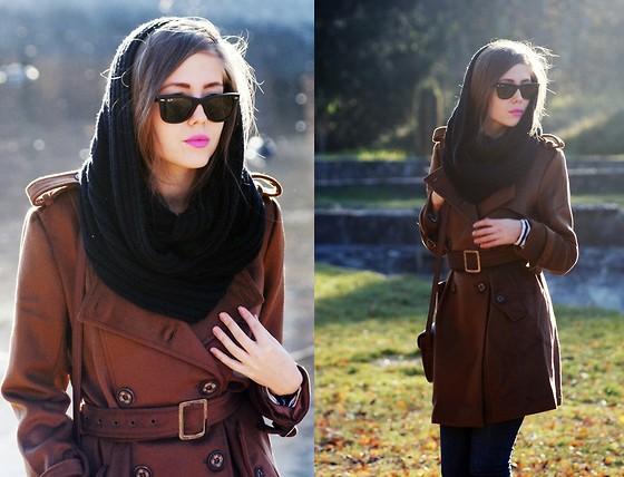 Coat, Ray Ban Sunglasses //