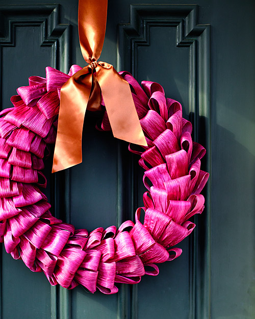 Bright & Bold: Make a Wreath from Corn Husks Martha Stewart | Apartment Therapy Chicago