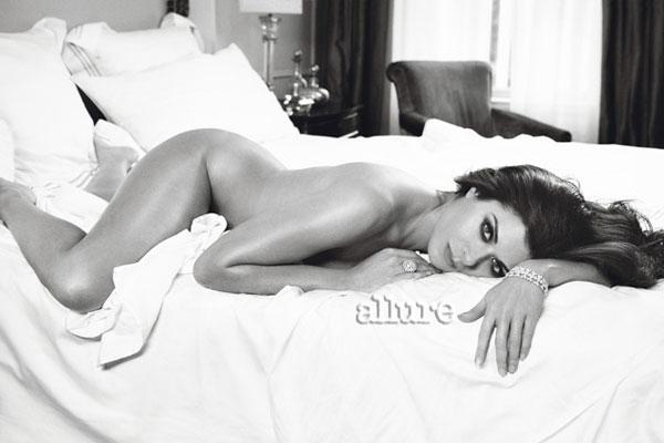 Maria Menounos and Debra Messing pose nude for Allure - Zap2it