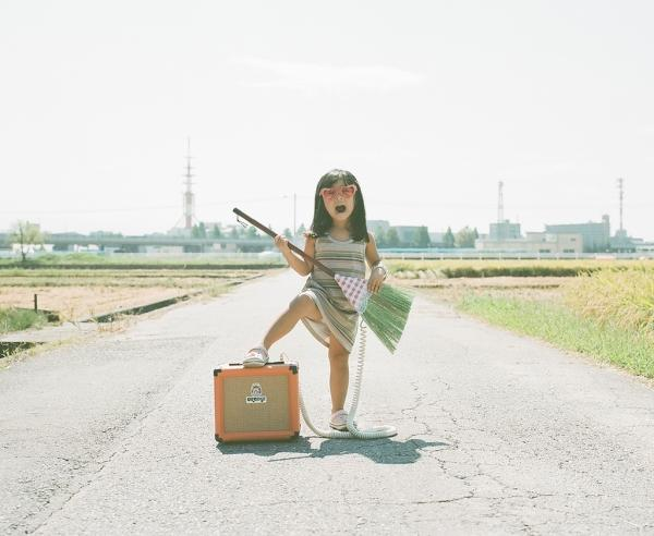 Creative Portraits of a Daughter by Nagano Toyokazu   Who Designed It?