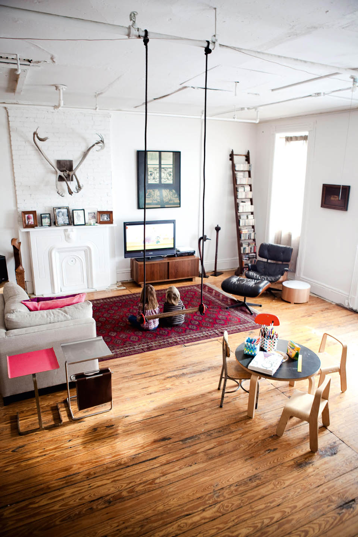 DESIGN & FORM » Blog Archive » LIVINGROOM WITH A SWING