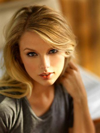 Taylor Swift Fashion and Style - Taylor Swift Dress, Clothes, Hairstyle - Page 55