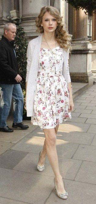 Taylor Swift Fashion and Style - Taylor Swift Dress, Clothes, Hairstyle - Page 32