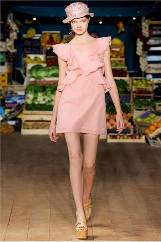 Moschino Cheap & Chic Collezioni Primavera Estate 2012 - Sfilate - Moda - Style.it