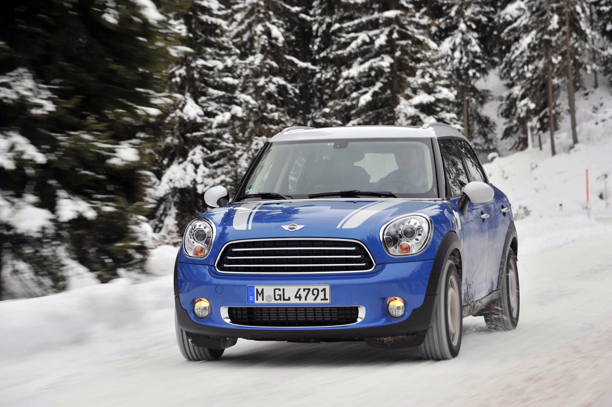 DesignApplause | Mini-snowman event in austria.