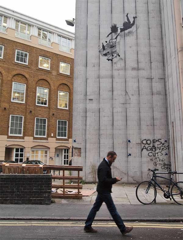 40 Inspirational Examples of Banksy Art and Graffiti   inspirationfeed.com