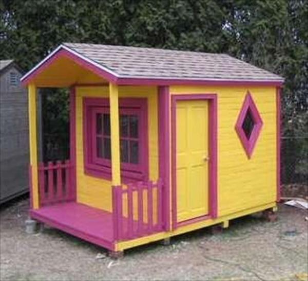 http://images.wookmark.com/234139_kids-pallet-playhouse-7.jpg
