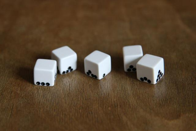 Gravity Dice by Suzy Lelièvre | MOCO LOCO MR