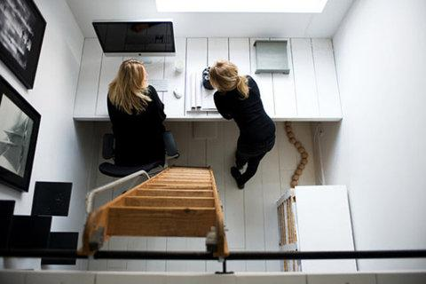 Home Designing — Tiny workspace inspiration | via