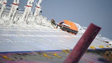 NOS Nieuws - Twee lichamen gevonden in cruiseschip Italië