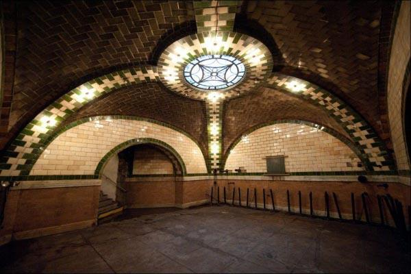 Hidden Splendor: NYC's Abandoned City Hall Station