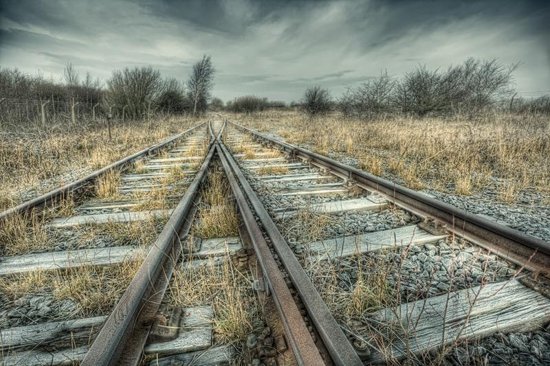 along_the_tracks_1_b.jpg (800×533)