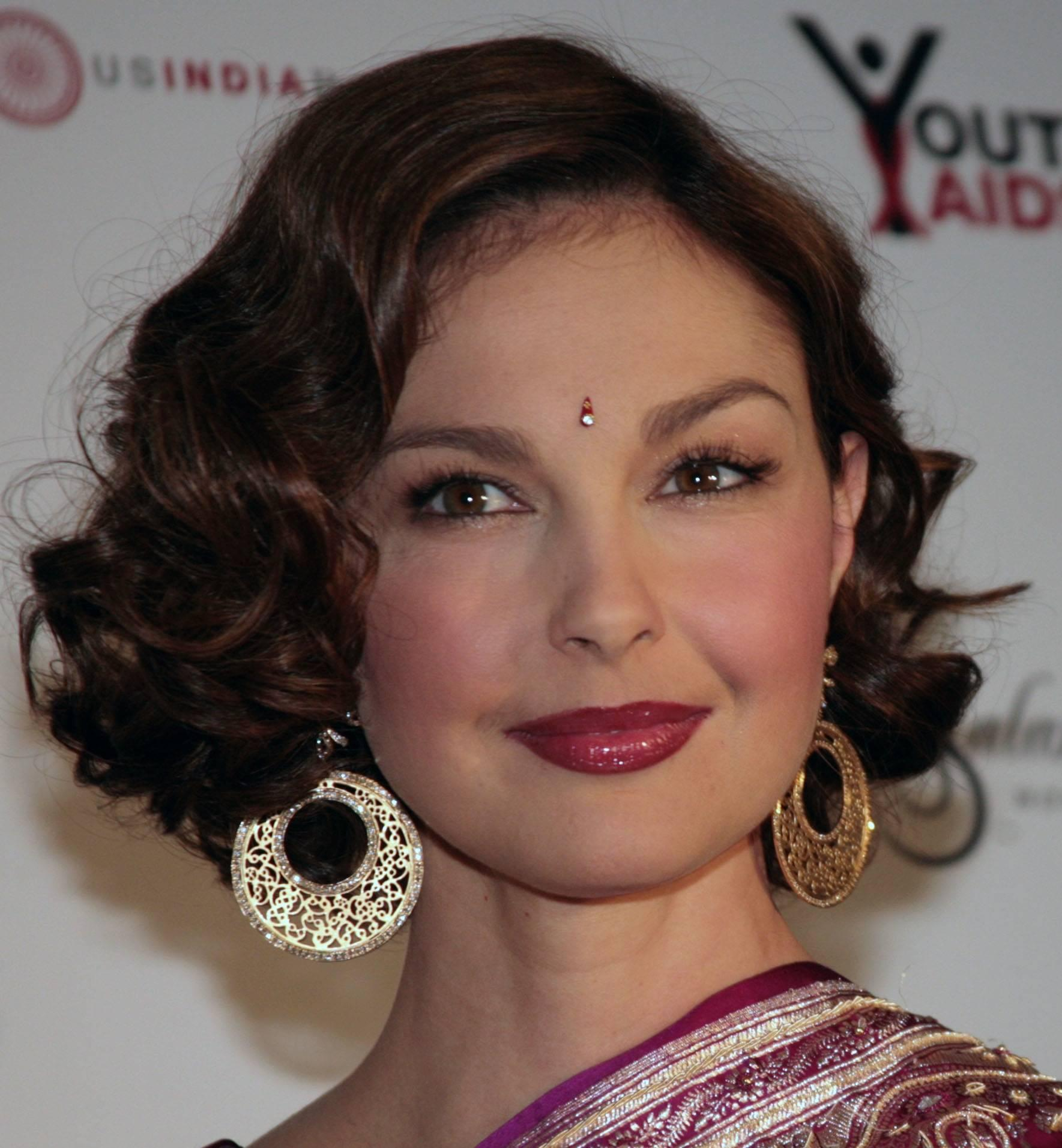 Google Image Result for http://0.tqn.com/d/beauty/1/0/h/5/1/ashley_judd.jpg