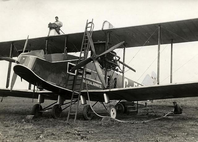 Tanken van een vliegtuig / Airplane provided with fuel | Flickr - Photo Sharing!
