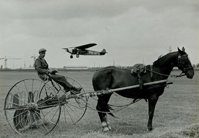 Vliegtuig bij vliegveld Waalhaven / Airplane approaching Waalhaven airport | Flickr - Photo Sharing!