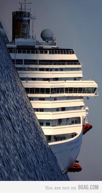 9GAG - Nice Cruise Boat... WAIT.. WHAT..?!