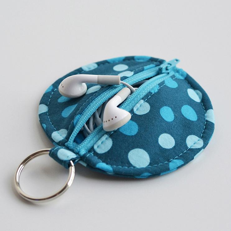 Circle Zip Earbud Pouch DIY Tutorial | Hip Home Making.com