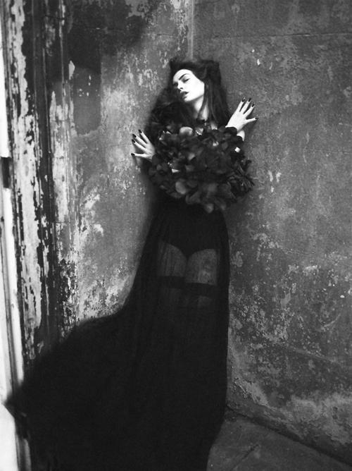 Anne Hathaway | Mert & Marcus | Interview September 2011 - 3 Sensual Fashion Editorials | Art Exhibits - Anne of Carversville Women's News