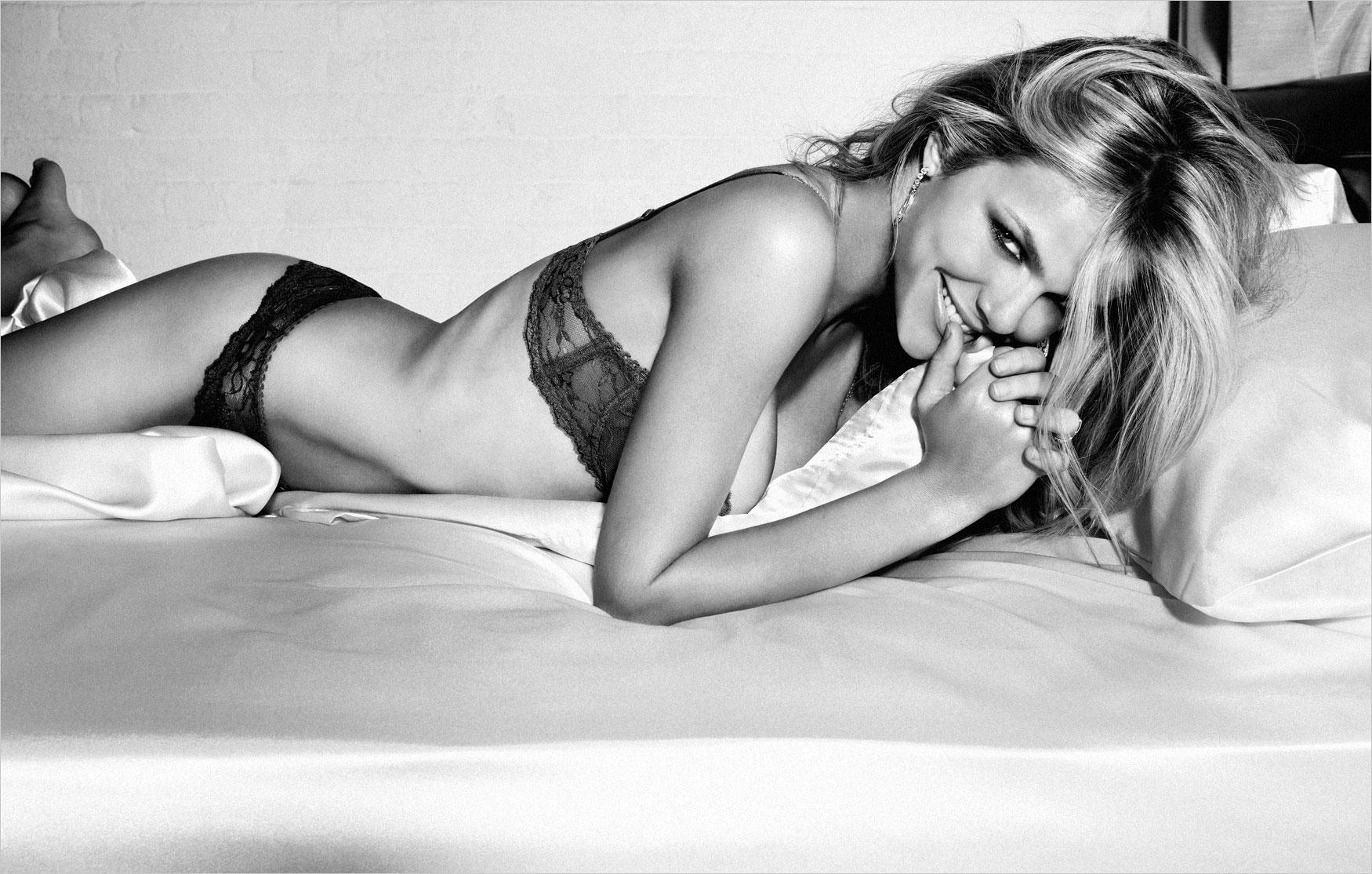 Brooklyn Decker | Esquire February 2011 | 'Sexiest Woman Alive' - SensualityNews.com - Fashion Editorials, Art & Sensual Living
