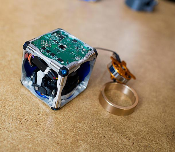 'Terminator'-style cube robots swarm and self-assemble | Crave - CNET