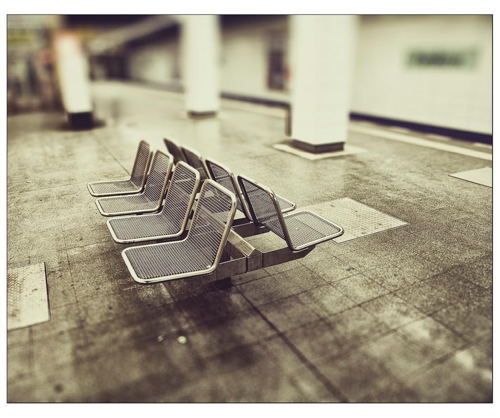 Berlin-U-Bahn-underground-iDie-Canon-EOS-5D.jpg (JPEG-Grafik, 1024×856 Pixel) - Skaliert (72%)