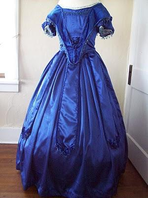 blue+ball+gown+001.jpg 300×400 pixels