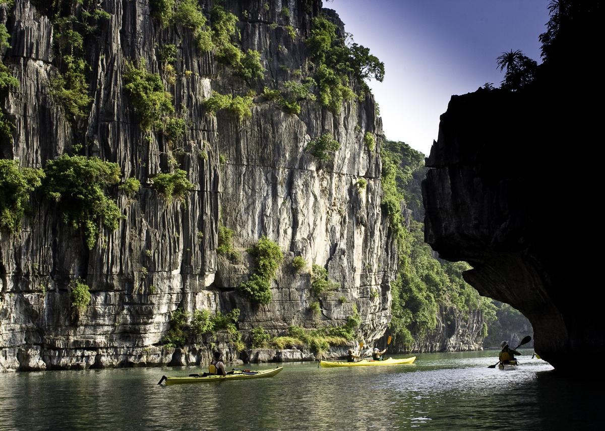 Kayak-Passage-Halong-Bay-Vietnam.jpg (JPEG-Grafik, 1200×855 Pixel) - Skaliert (72%)