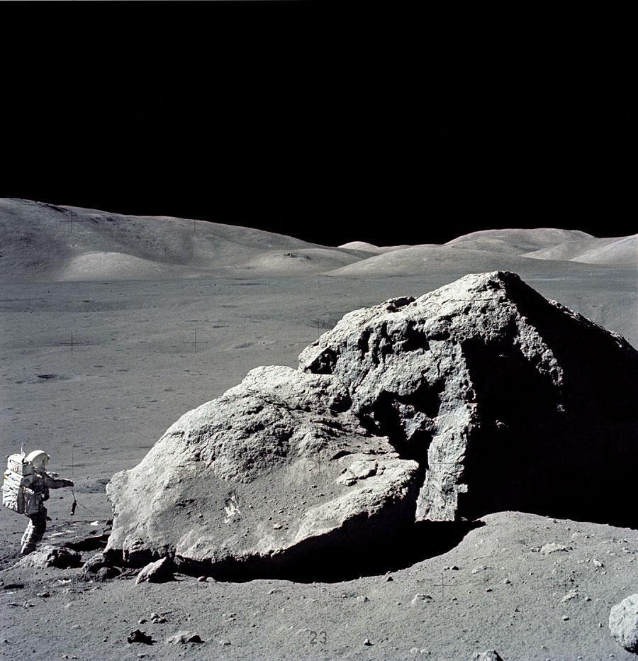 marche-sur-lune-L-1.jpeg (Image JPEG, 900x932 pixels) - Redimensionnée (82%)