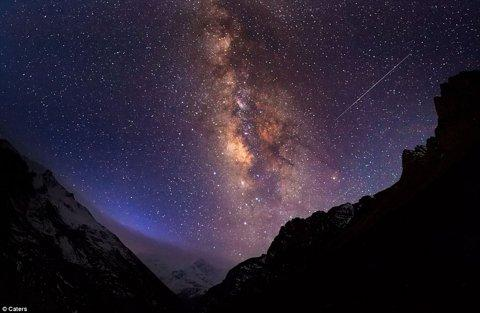 It's enough to keep you awake at night: Photographer captures beauty of the Milky Way on midnight trek to beat insomnia | Mail Online