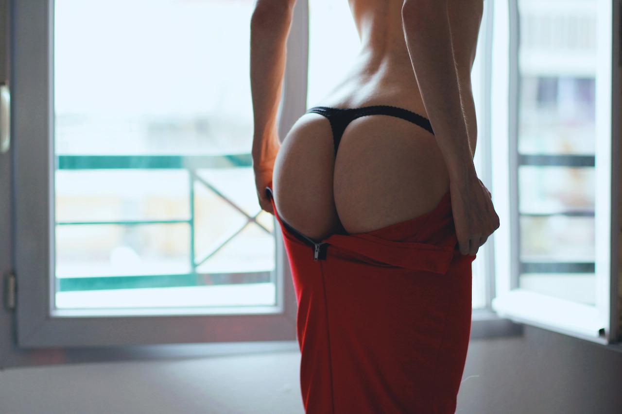 Снимает юбку фото 8 фотография