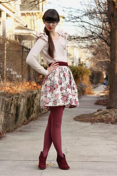 Crimson Steve Madden Boots, Light Pink H&M Sweaters |