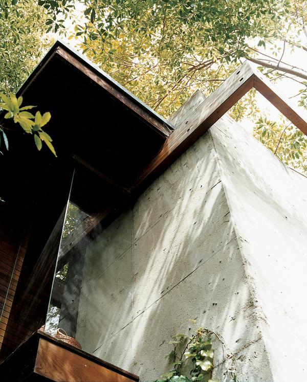 kappe-house-exterior-concrete-with-wooden-beams-detail.jpeg (600×747)