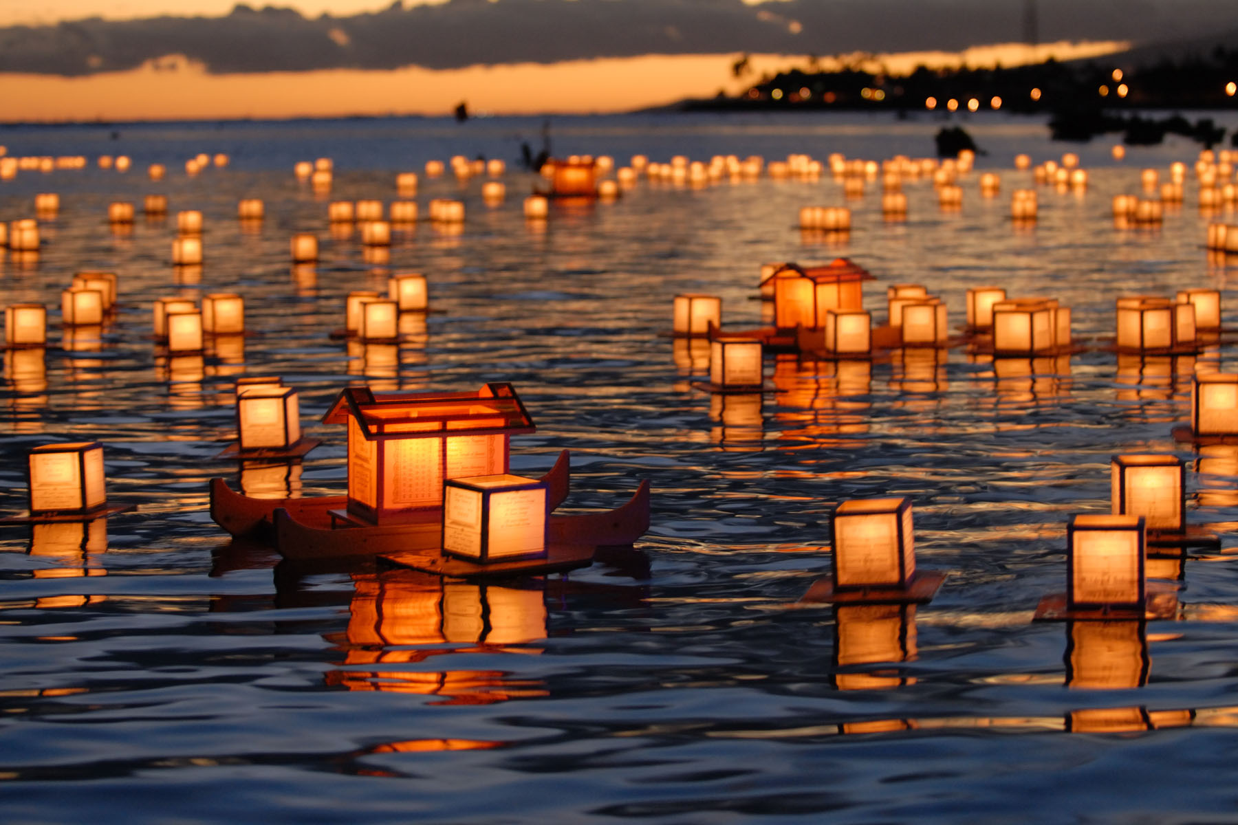 lantern-floating.jpg (JPEG Image, 1800×1200 pixels) - Scaled (57%)