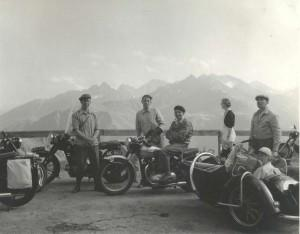 Door Europa met de motor in 1953 « Manners.nl