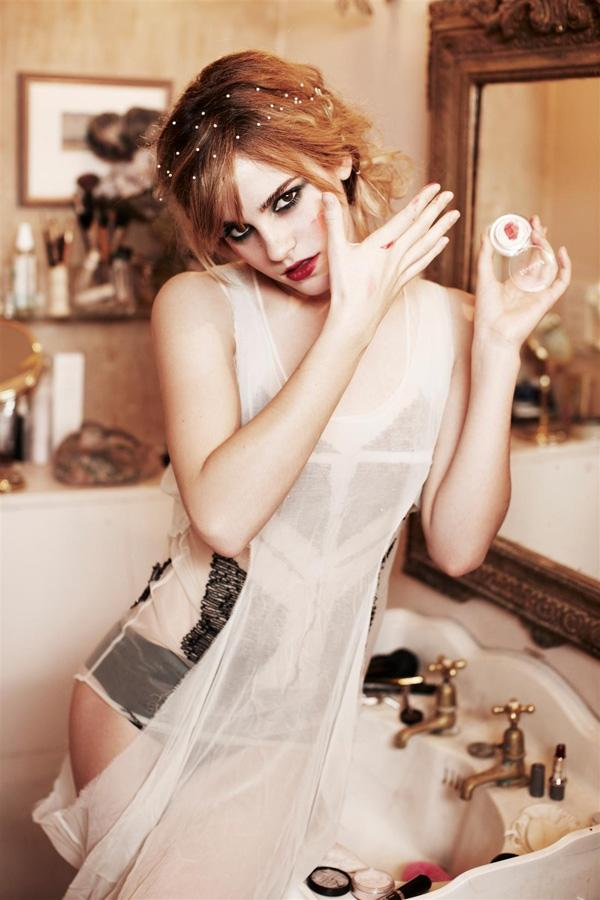 Emma Watson by Ellen von Unwerth | Who Designed It?