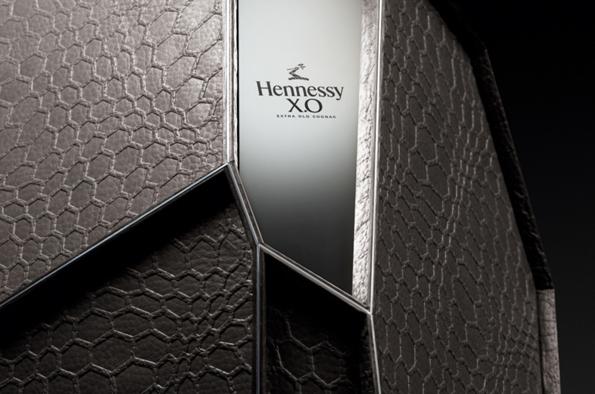 Finir l'année sur une note de cognac Hennesy X.O. - Coffret Arik Levy : Soblacktie - blog magazine tendances luxe et mode