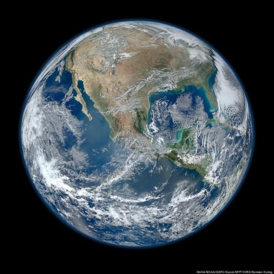 NASA geeft een High Definition foto van de aarde vrij « Froot.nl