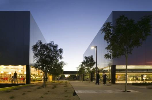 Palo Verde Library and Maryvale Community Center / Gould Evans and Wendell Burnette Architects | ArchDaily