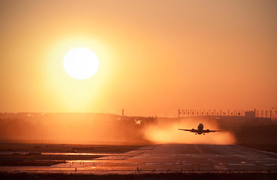 taking-off-at-sunset.jpg (960×625)