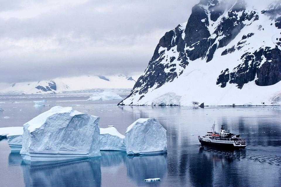 cruising-antarctica-ice-landscape.jpg (960×639)