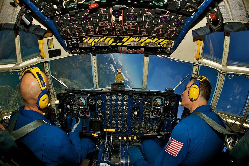 u.s.-marine-pilots-perform-a-bank-over-glacier-national-park.jpg (960×638)