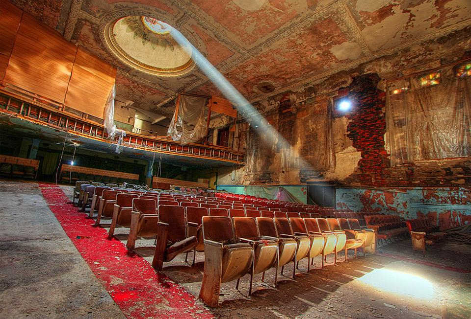theater-fading-light.jpg (960×652)